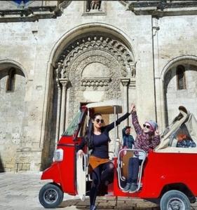 Ape Tour Matera: Ape Vito in Piazza San Giovanni Battista