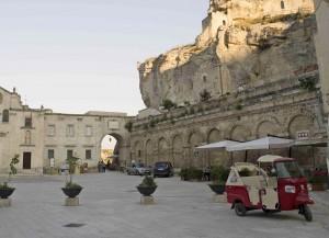 Ape Tour Matera: Ape Calessino in sosta nei Sassi
