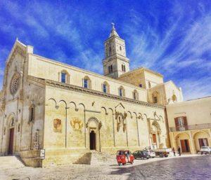 Ape Tour Matera: Ape calessino e piazza duomo di Matera