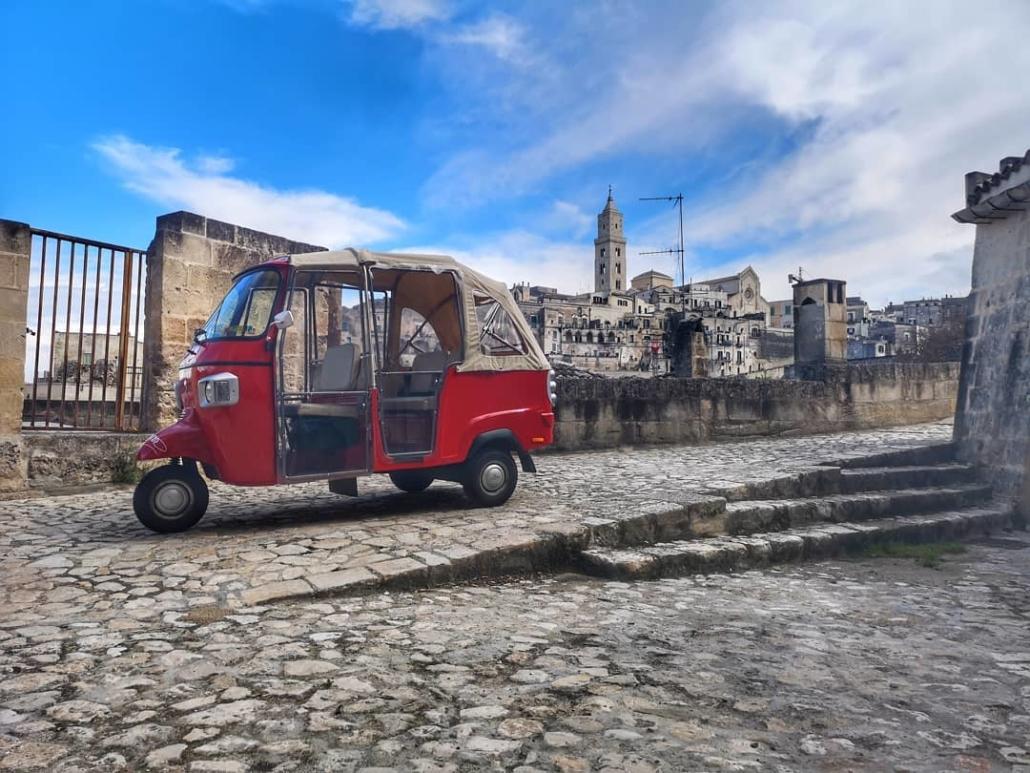 Ape Calessino in sosta in Piazza San Pietro nei Sassi di Matera