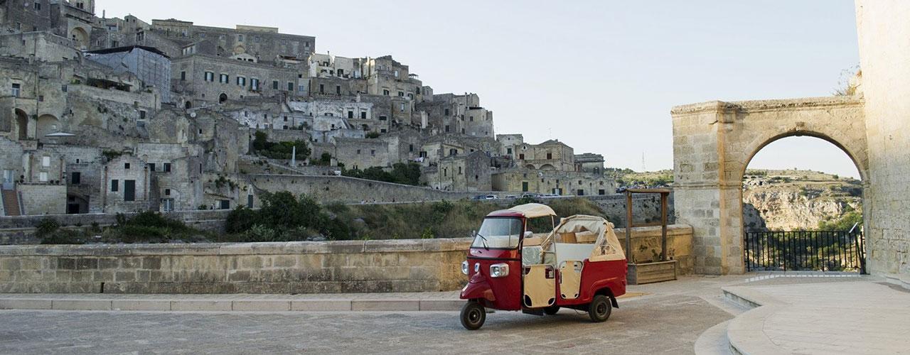 Ape Vito tour di Matera in calessino piaggio