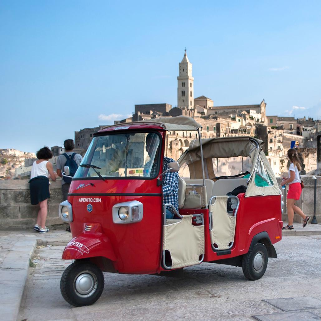 Ape Vito Calessino nel centro storico di Matera