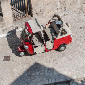 Ape Vito Calessino, parcheggiato nei vicoli dei Sassi di Matera